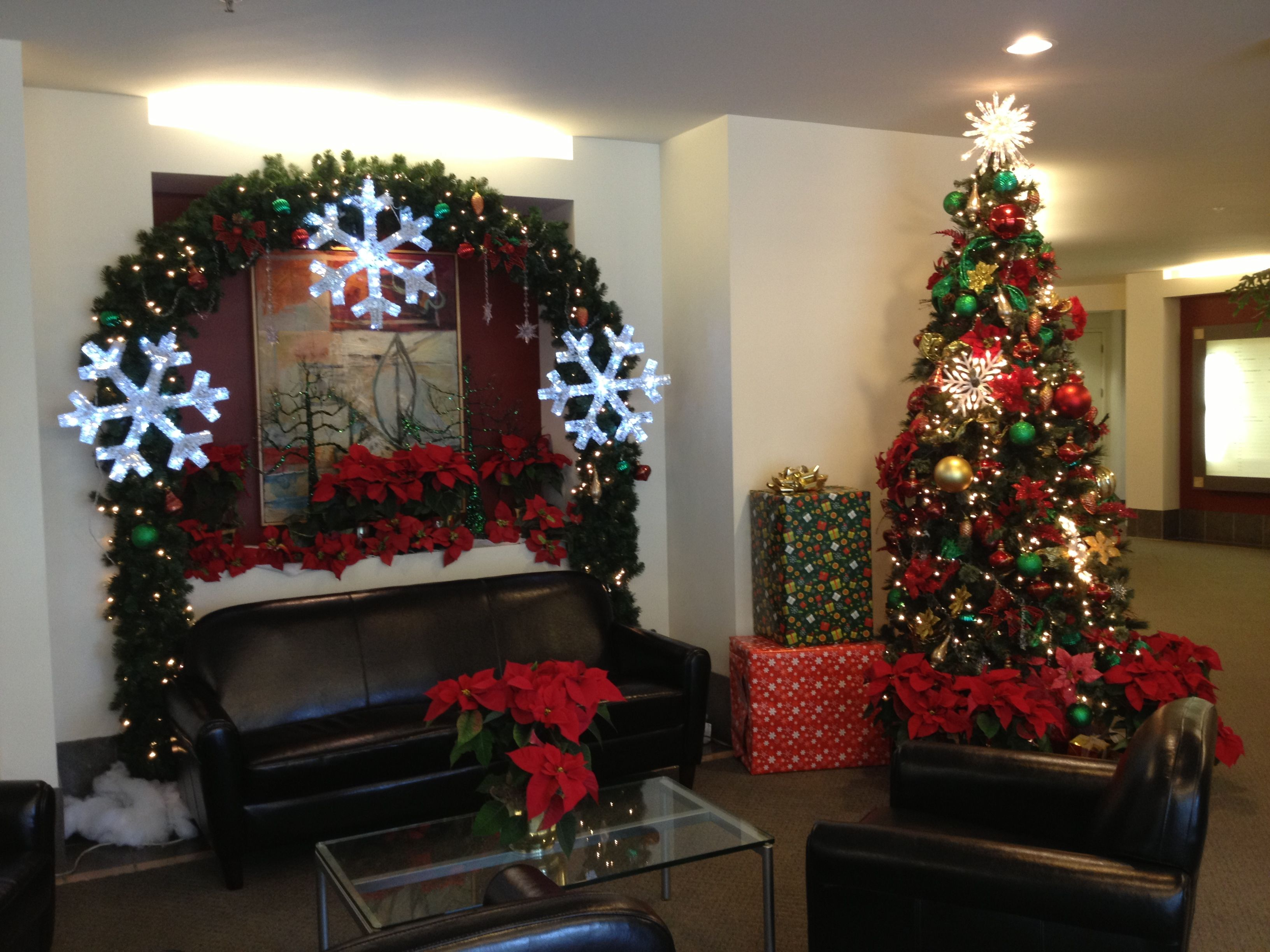 How to decorate my living room for christmas - Christmas Interior Design 1000 Images About Office Holiday Ideas Decorating