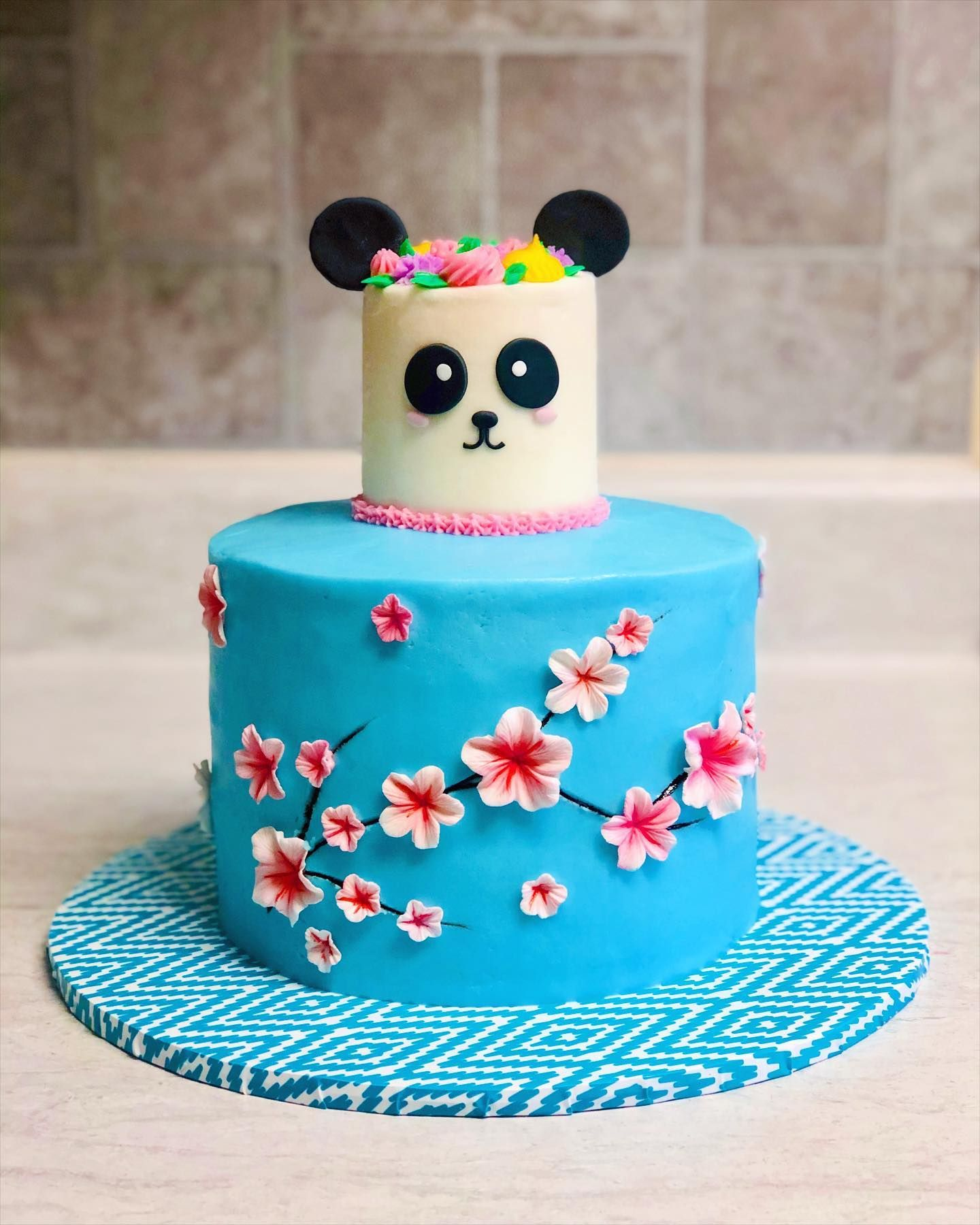 This Was A Cake For Mom And Daughter Since We Ve Been In Lockdown All Cake Styles Have Been Smaller Than Usual We In 2020 Birthday Cake Pictures Cake Pictures Cake