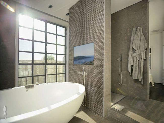 Badezimmer Fenster Granit Boden Bad Modern #hausbau #wohnung #wohnen #Bäder  #lautertal