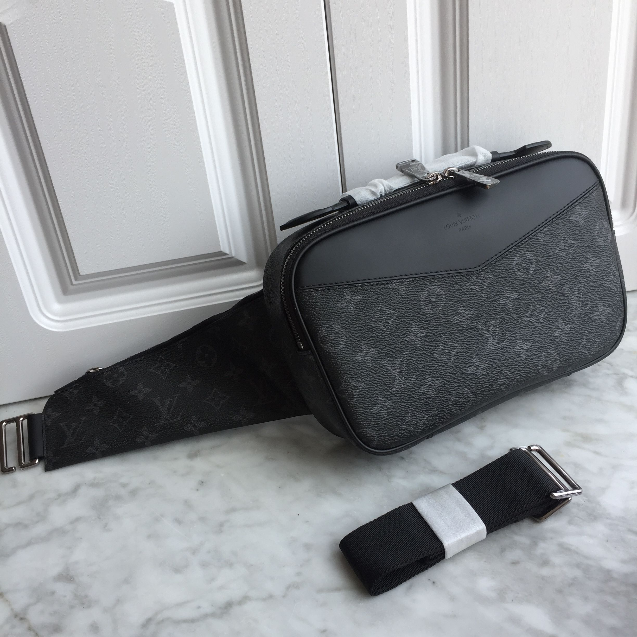 c621b4eb5e9 Louis Vuitton lv man shoulder bag original leather Herentassen, Heuptasje,  Supreme, Straatkleding,