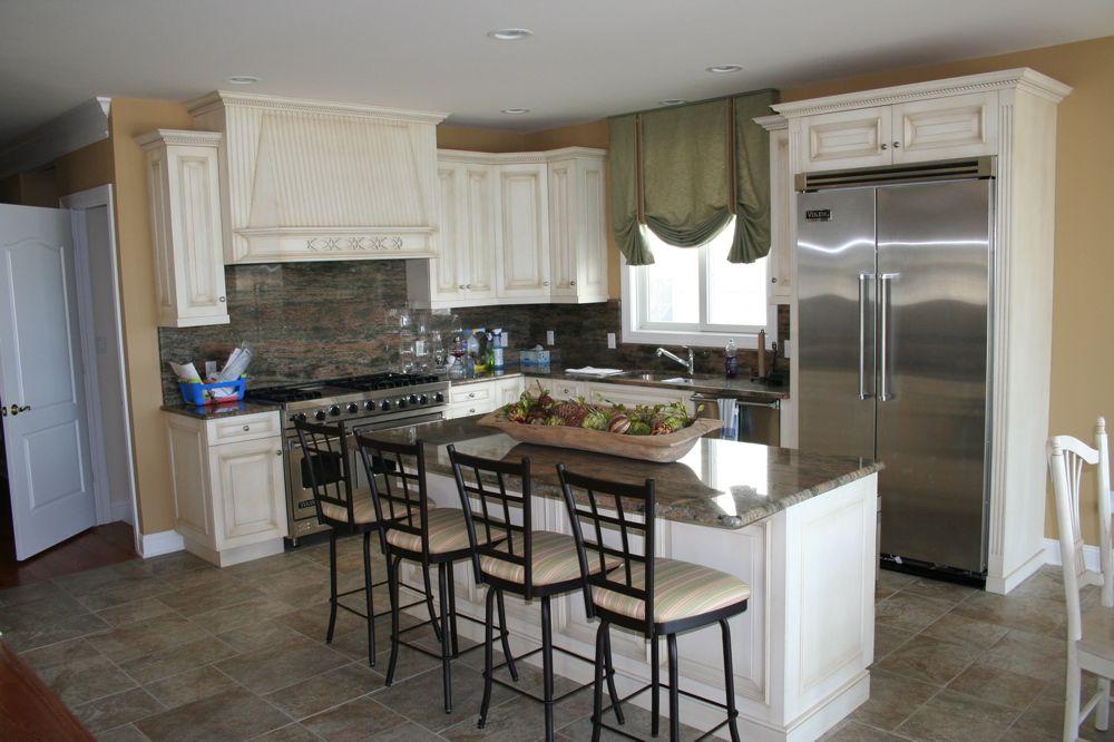 Die Coole Küche Design Nj die Küche ist komplett mit Möbel wie den ...