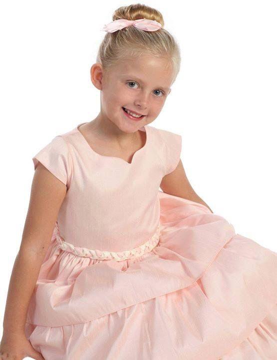 Los mejores vestidos para ceremonias infantiles siempre los encuentras en Pik Nik!