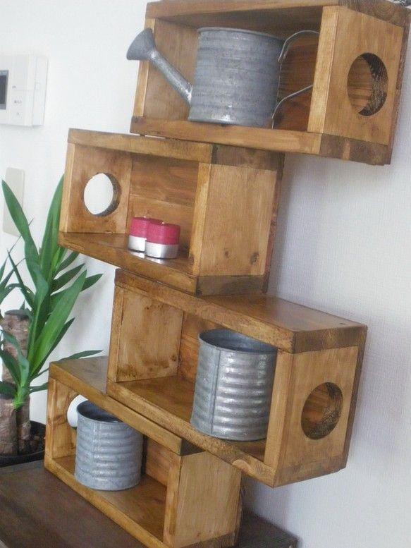 変わった形の飾りラックです!自分好みの物を、飾って楽しめる商品です。幅広いジャンルの小物が飾れるので、おしゃれに使って頂きたいです。素材は天然木を使用しました...|ハンドメイド、手作り、手仕事品の通販・販売・購入ならCreema。
