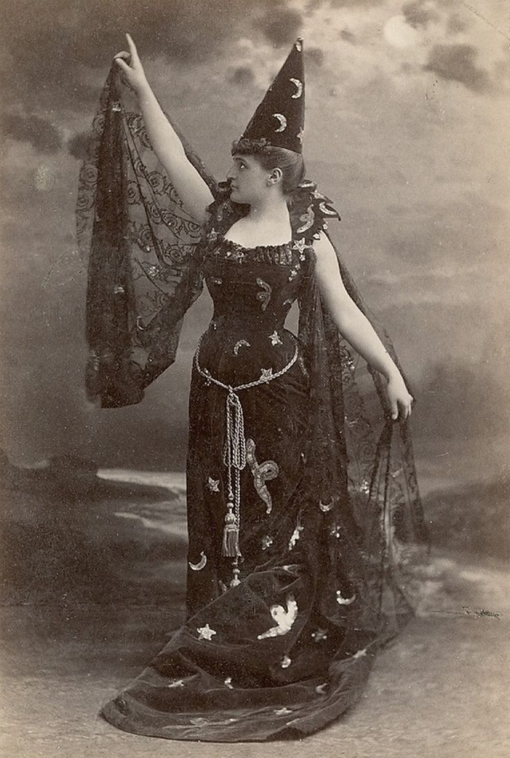 50 Vintage Halloween Costume Ideas | Witches, Victorian and ...