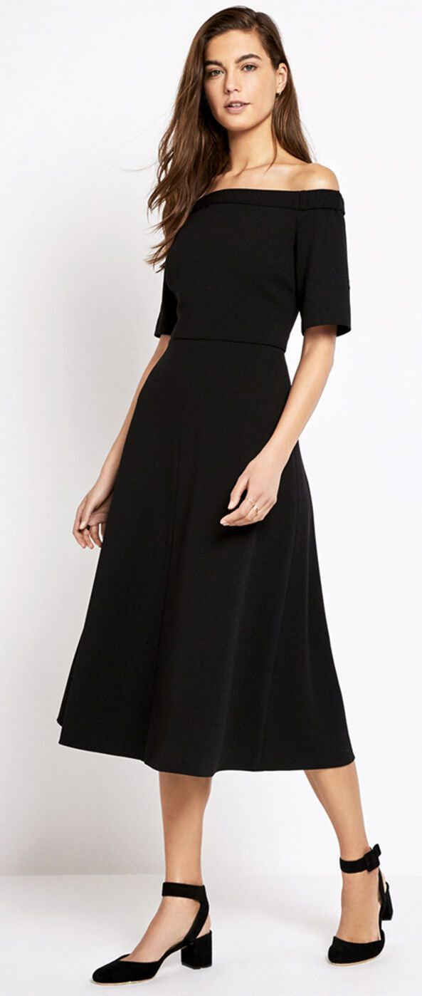 4a1bea3ed3302d How to wear off-the-shoulder tops and dresses  This shoulder-baring dress  looks so simple