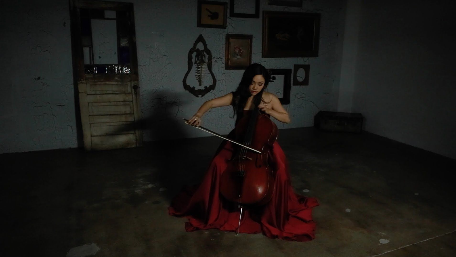 Tina Guo Official Video - Schindler's List Main Theme (Cello)