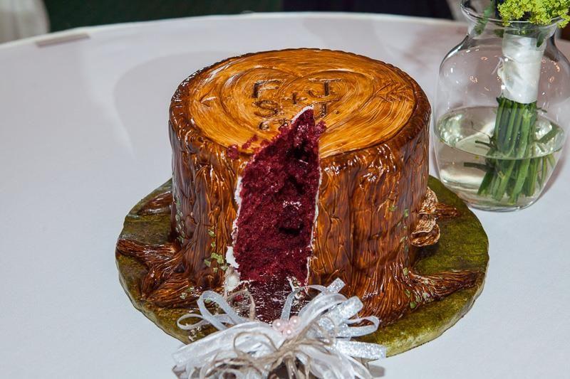Tree Stump Wedding Cake #treestumpcake #rusticwedding #treestumpweddingcake ~Photo by FineLine Weddings