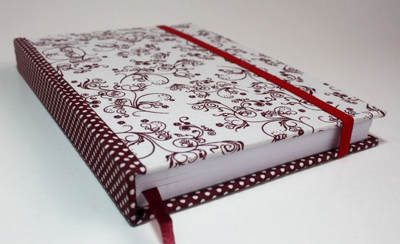 Caderno Artesanal Com Tema Floral Poa Cor Vinho E Branco 180