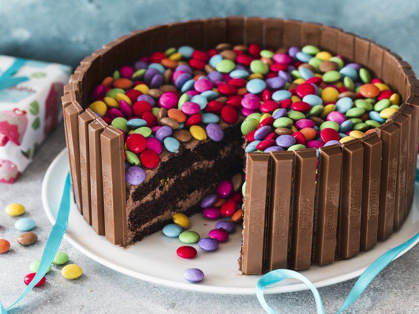Kitkat Torte Mit Smarties Recipe In 2020 Smarties Cake Desserts Cake
