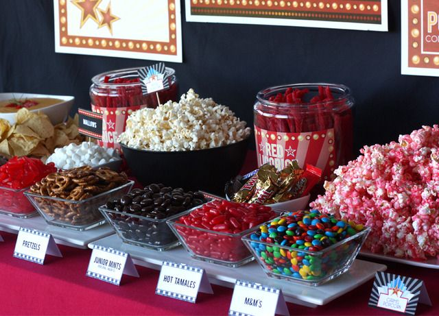 Movie Night Movie Night Party Ideas Mesas De Frutas Para Fiestas Fiesta De Cine Fiesta De Pelicula