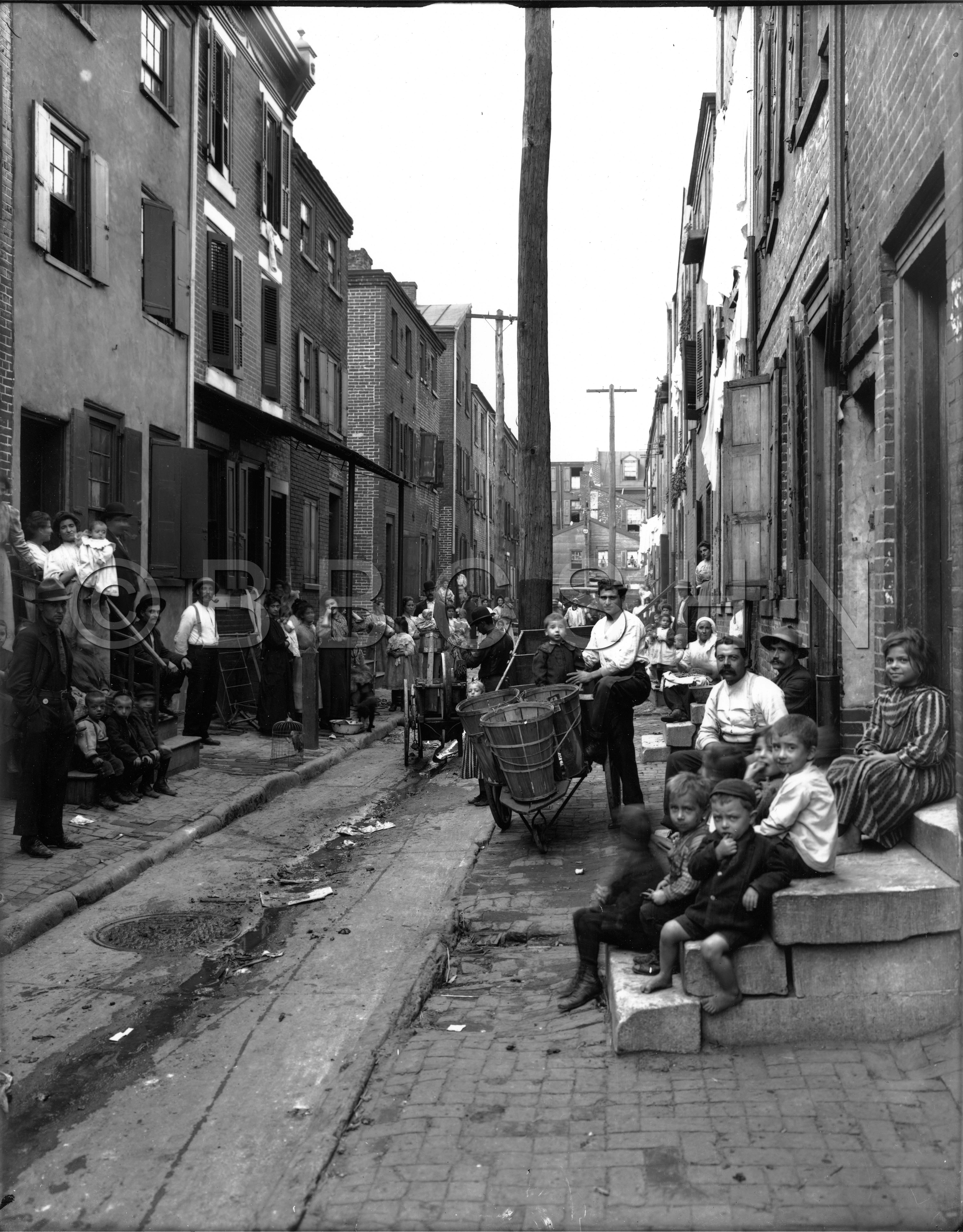 Families in Alley, 1909. Starr Centre Association of Philadelphia. Image courtesy of the Barbara Bates Center for the Study of the History of Nursing.