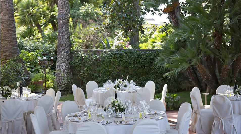 Outdoor wedding reception, Sorrento  #wedding #weddingplanner #weddingvenue #weddingvenueitaly #italywedding #italianwedding #weddinginitaly #destinationwedding