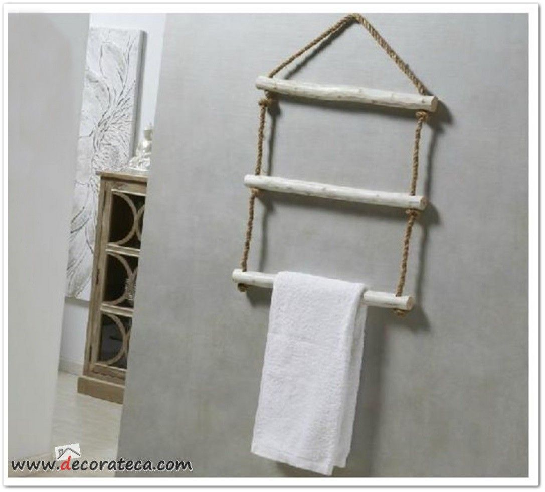 Toallero de madera en blanco decapado y cuerda naturals for Accesorios bano originales