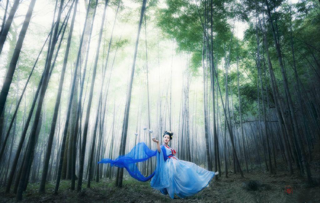 Traditional chinese hanfu (汉服)-长安月 (Artistic conception photography: 神女shén nǚ or 仙女...)