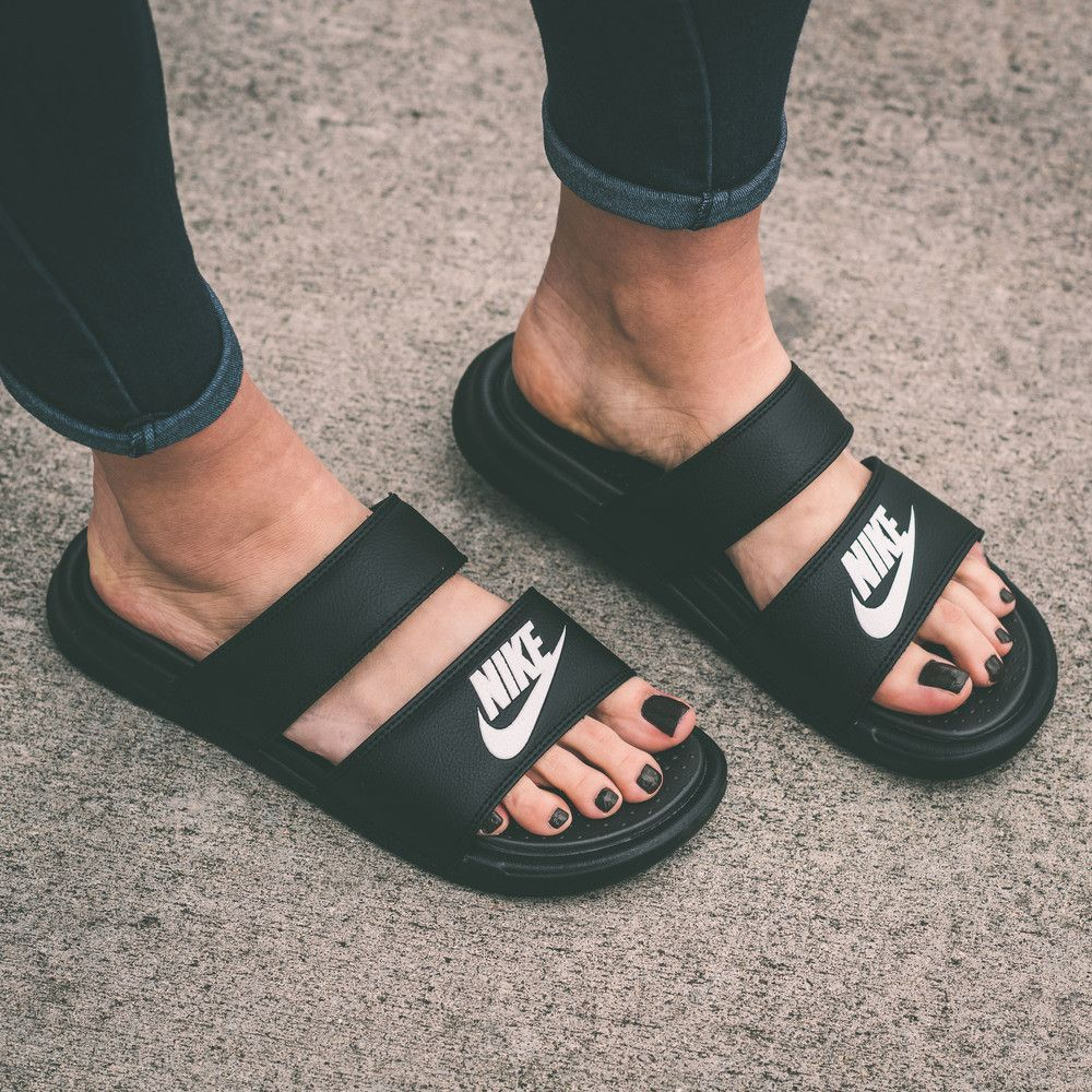 edfdadfd94efbe Nike Benassi Duo Ultra Women s Slide Sandals