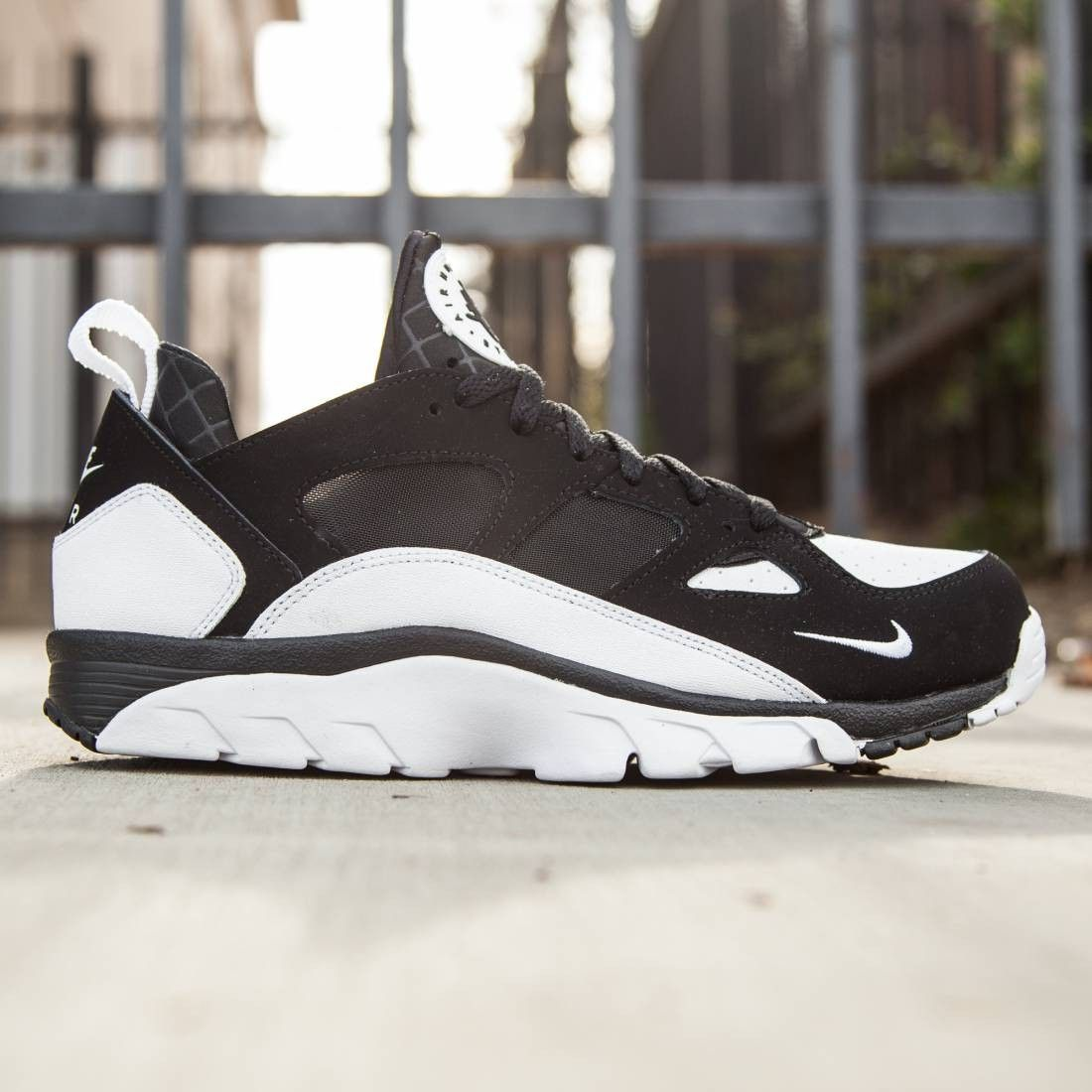 Nike Mens Air Trainer Huarache Low (black / white black) in 2020 ...