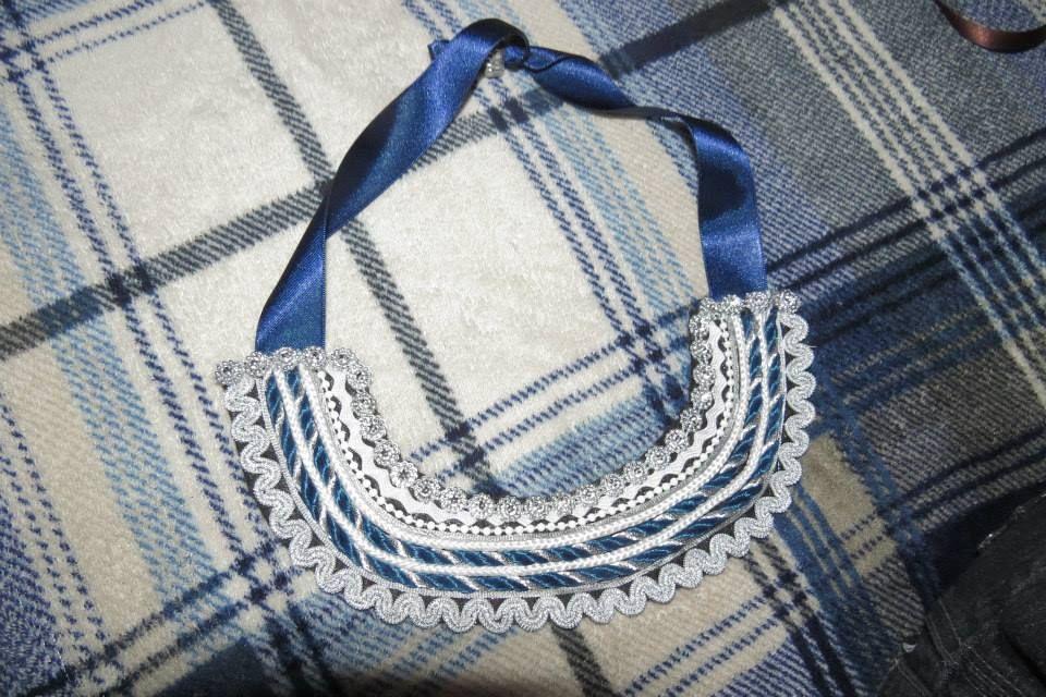 collar de cintas