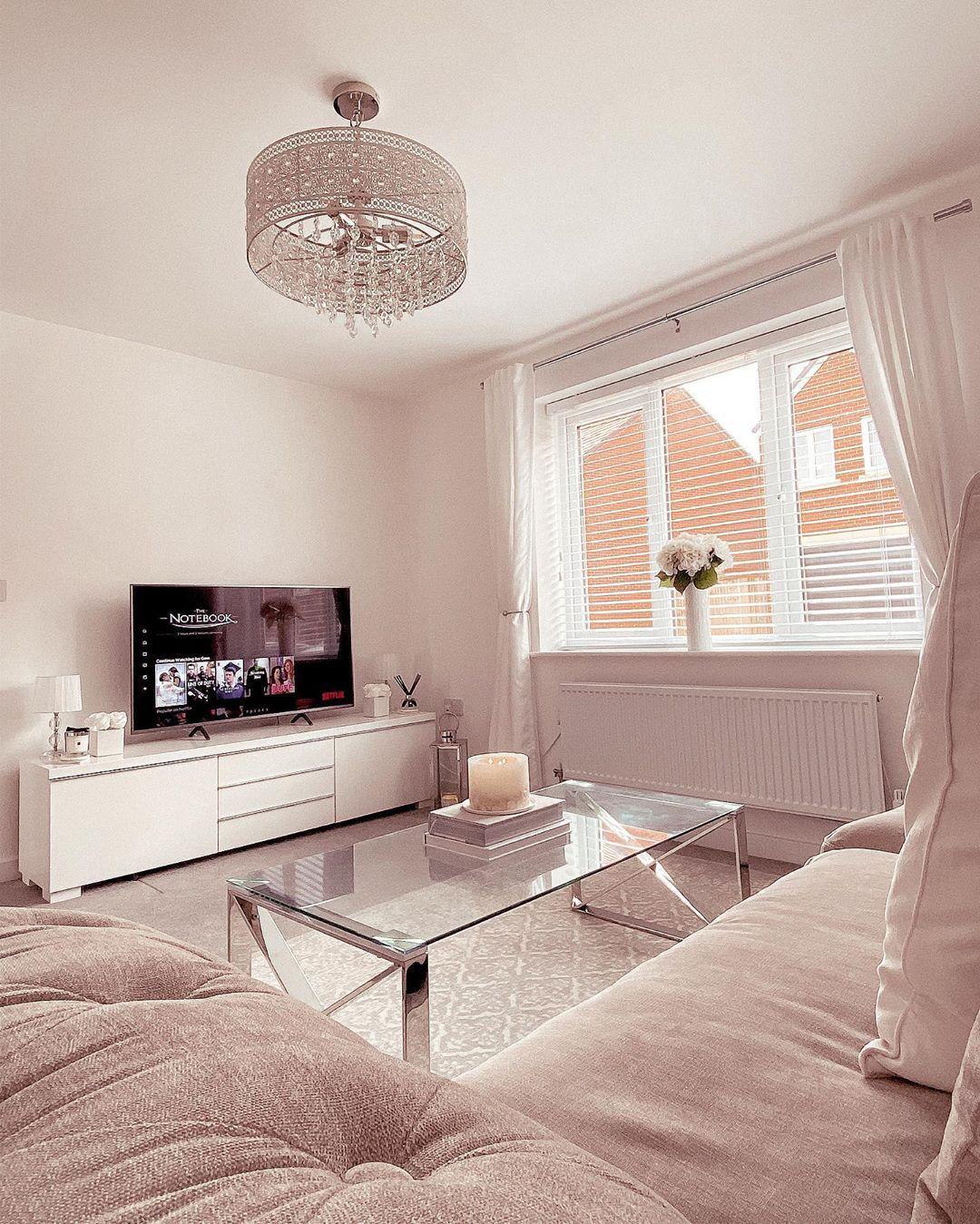 "𝐆𝐄𝐌𝐌𝐀 𝐋𝐎𝐔𝐈𝐒𝐄 𝐀𝐓 𝐇𝐎𝐌𝐄 on Instagram: ""a cosy little evening 🥰      #livingroomdecor #homedecor #home #homeinterioruk #grey #greyinterior #newbuild #newbuildhome…"""