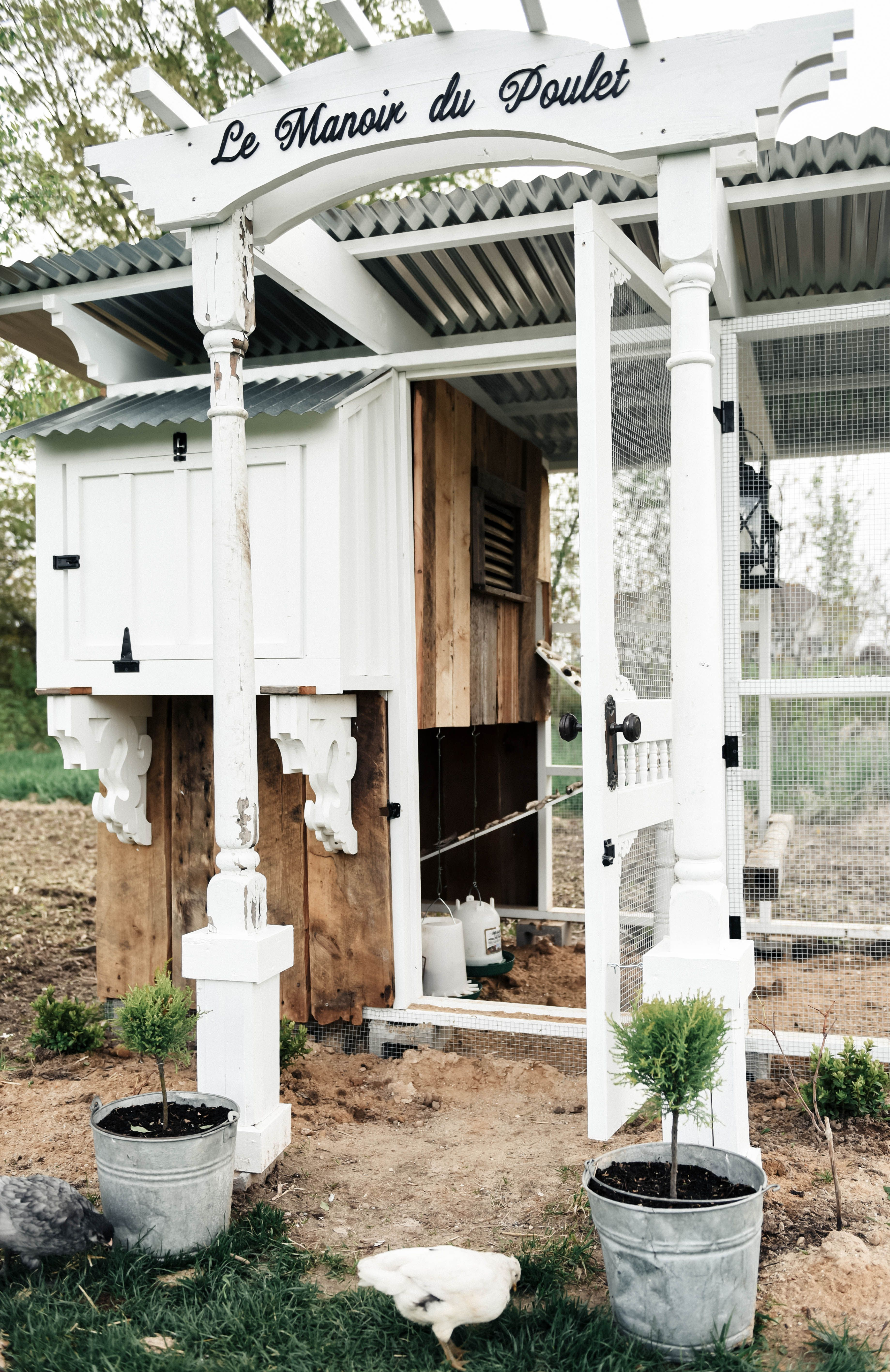 diy farmhouse style chicken coop chickens pinterest coops