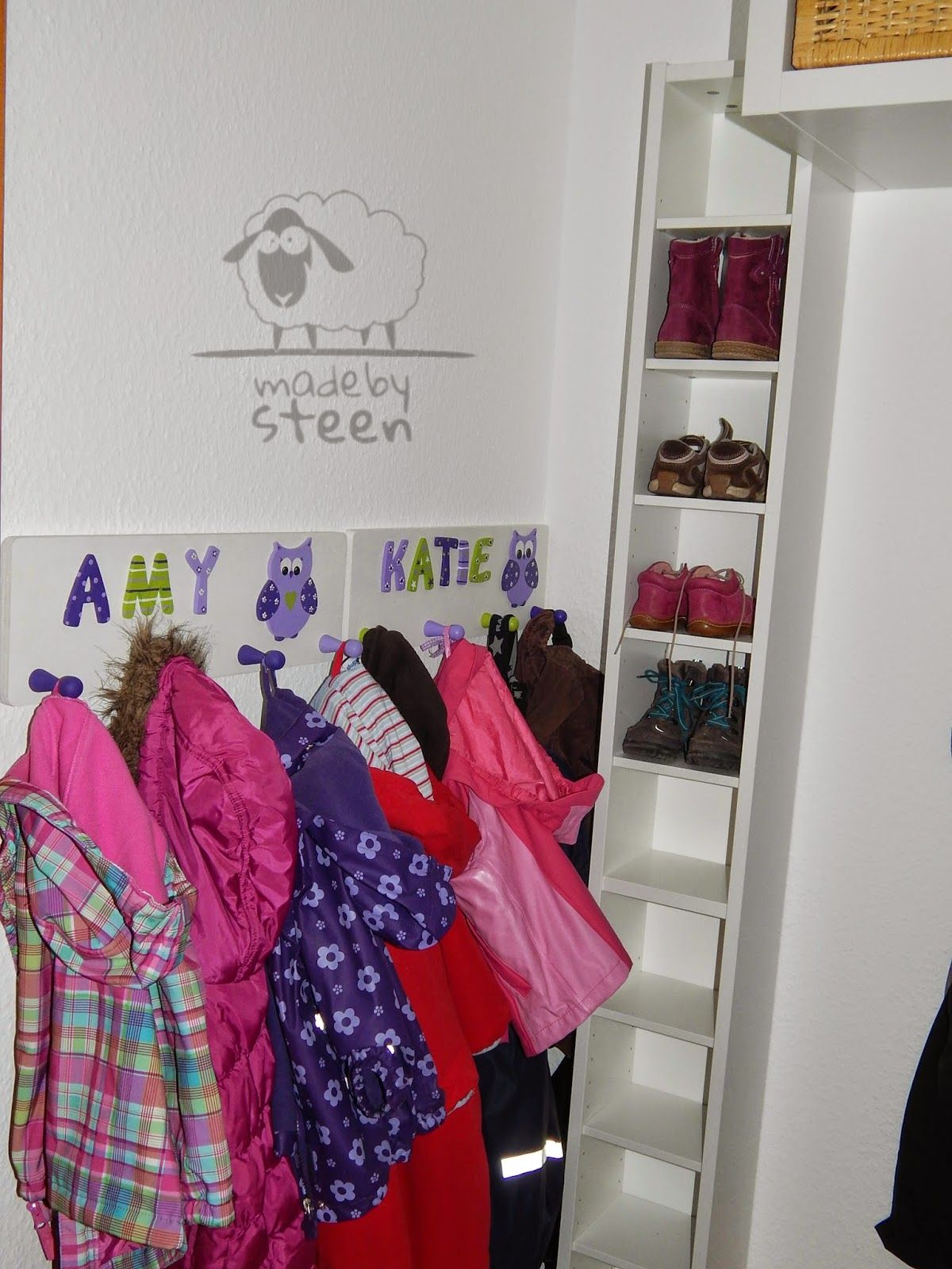 made by steen schuhschrank f r kinderschuhe gnedby cd. Black Bedroom Furniture Sets. Home Design Ideas