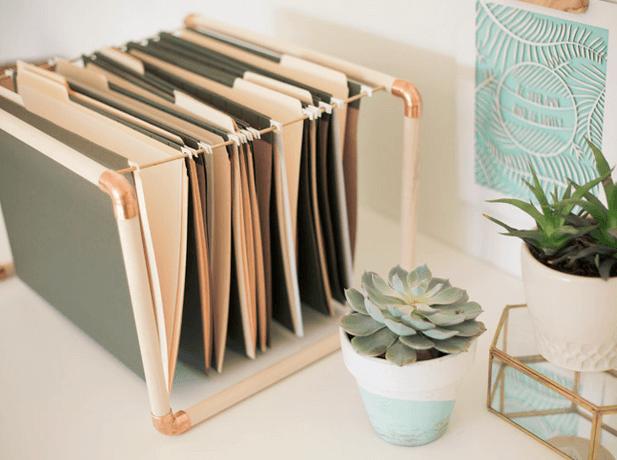 15 Idees Pour Un Bureau Design Et Organise A La Maison Diy Rangement Bureau Rangement Papier Bureau Rangement Papier Administratif