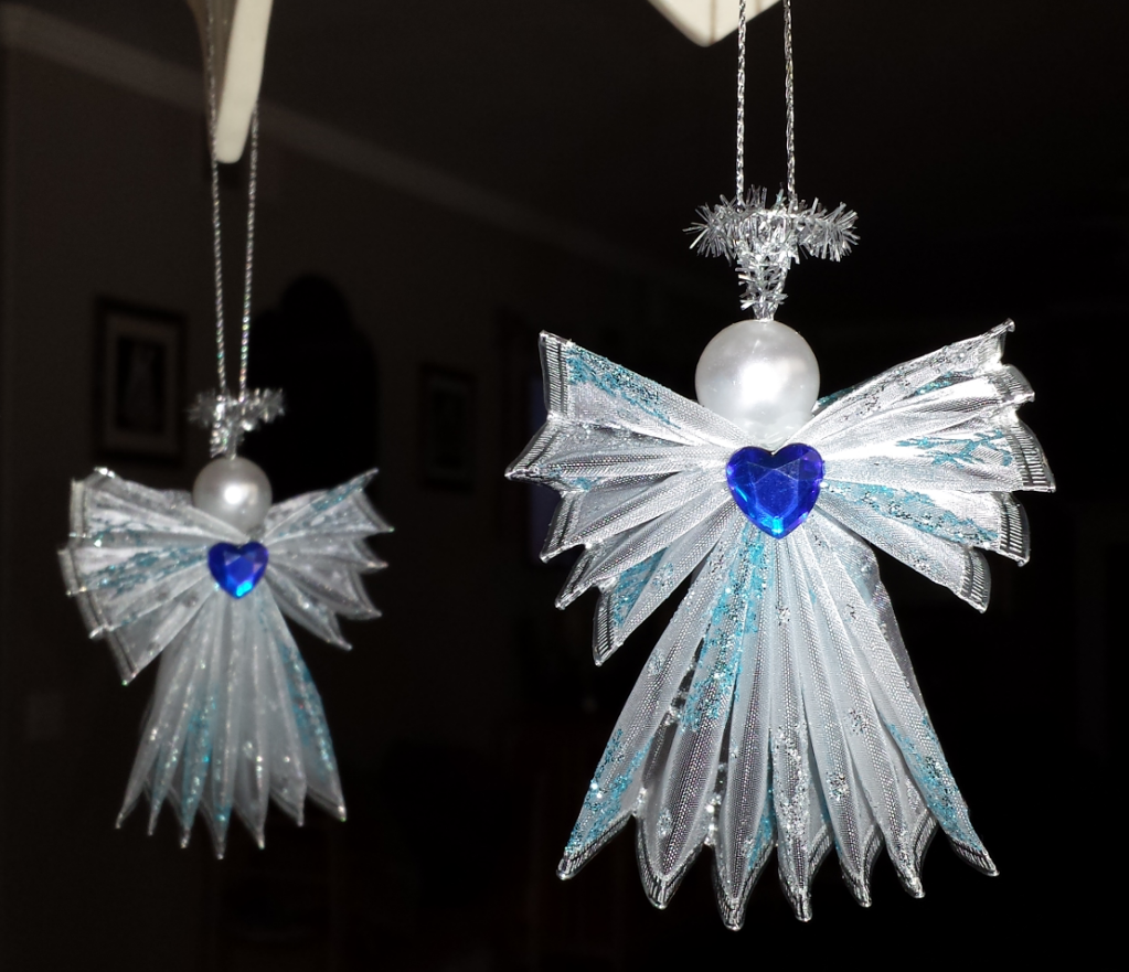 Find out more about Anna Douglas'Other project WIRED RIBBON ANGEL on Craftsy! - via @Craftsy
