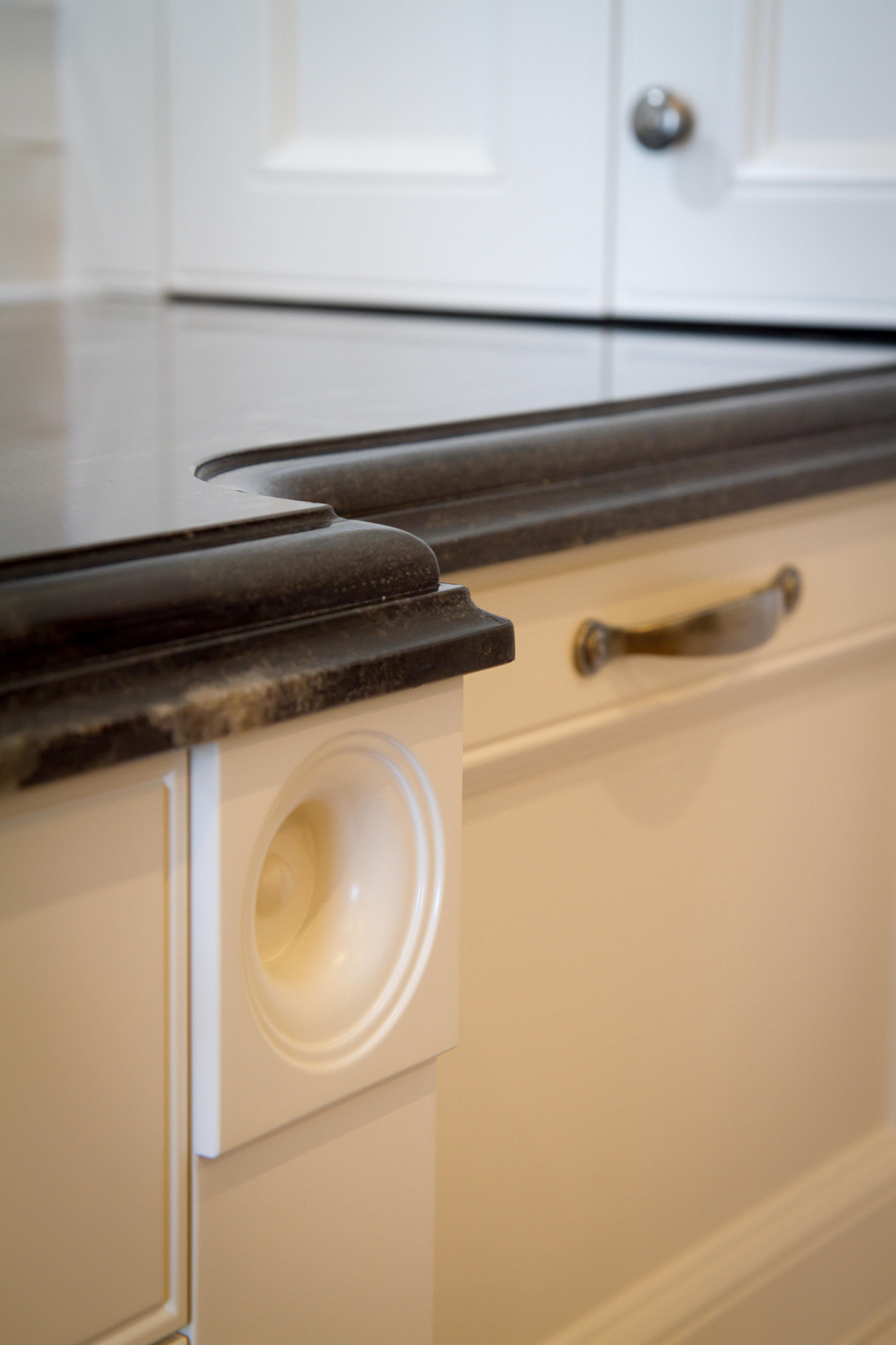 Dupont Cove Benchtop Edge Done On A Stunning Black Cosmic Granite Www Thekitchendesigncentre Au