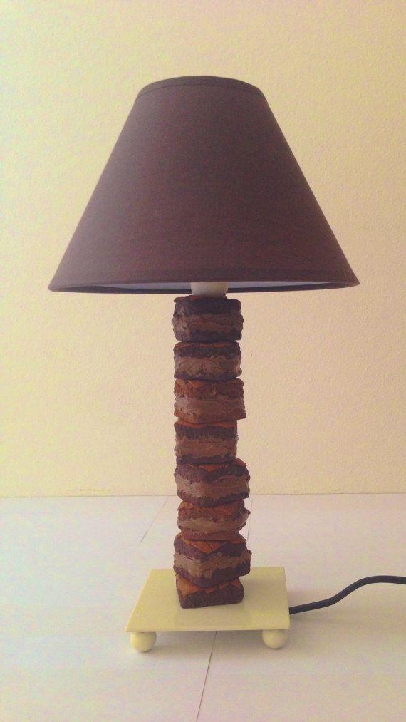 Guarda questo articolo nel mio negozio Etsy https://www.etsy.com/it/listing/217946877/lampada-decorata-con-brownies