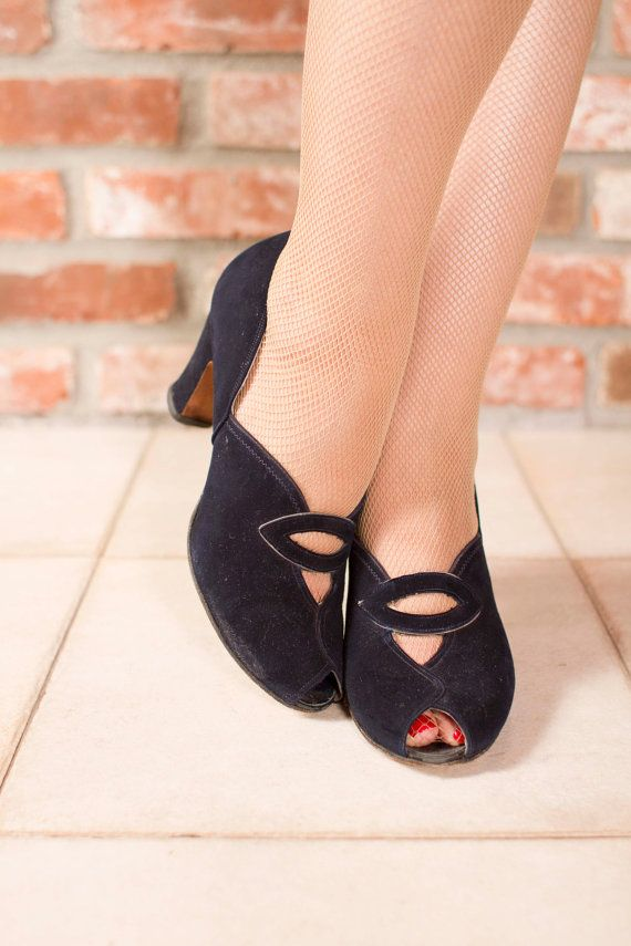 Vintage 1940s Shoes - Lovely Navy Suede Cuban Heel Pumps 7.5 AA