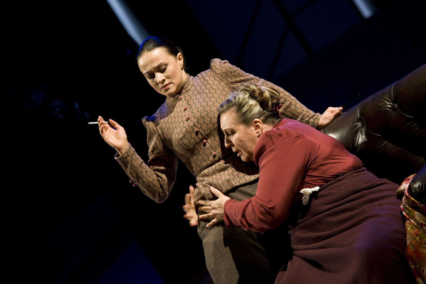 The death of Marina Golub: Performances in the Moscow Art Theater are canceled, the girls remain 10/10/2012 2