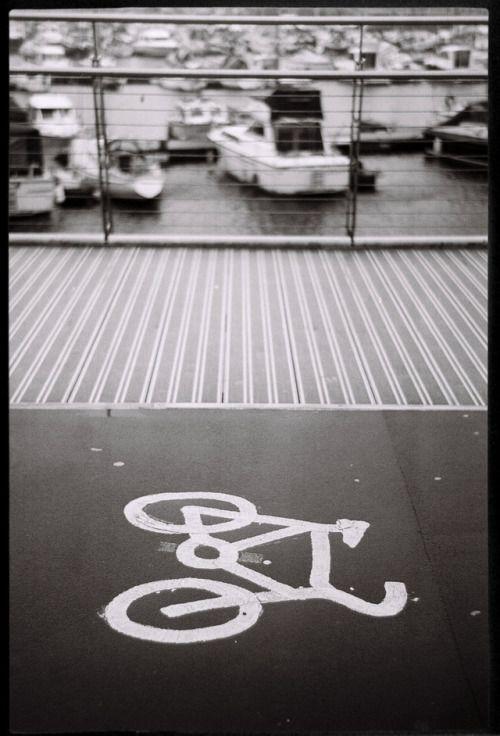 Street photography, Swansea.  Leica M4-2 Ilford XP2  #rangefinder #filmcamera #shootfilm #leica #streetphotography #street_photographer #blackandwhite #filmisnotdead #voigtlander35mm #ilfordXP2 #leicaM4 #leicaM42