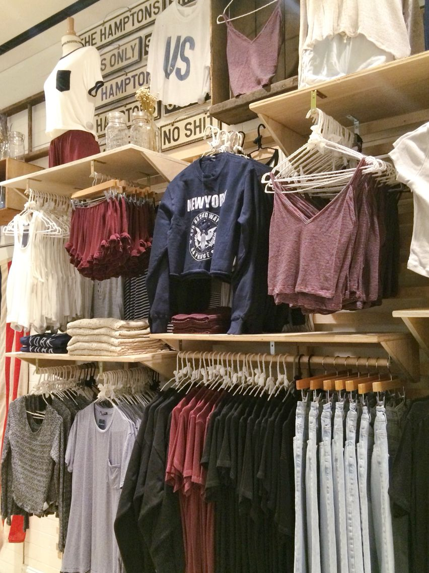0ffd76e7f9f9c BRANDY MELVILLE 499 Broadway SoHo NYC #brandyusa Display Artists: Caitlyn &…
