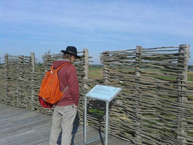"""Der """"Wehrgang"""" auf der Slawenburg bietet einen tollen Blick auf das Gebiet des ehemaligen Braunkohle-Tagebaus"""