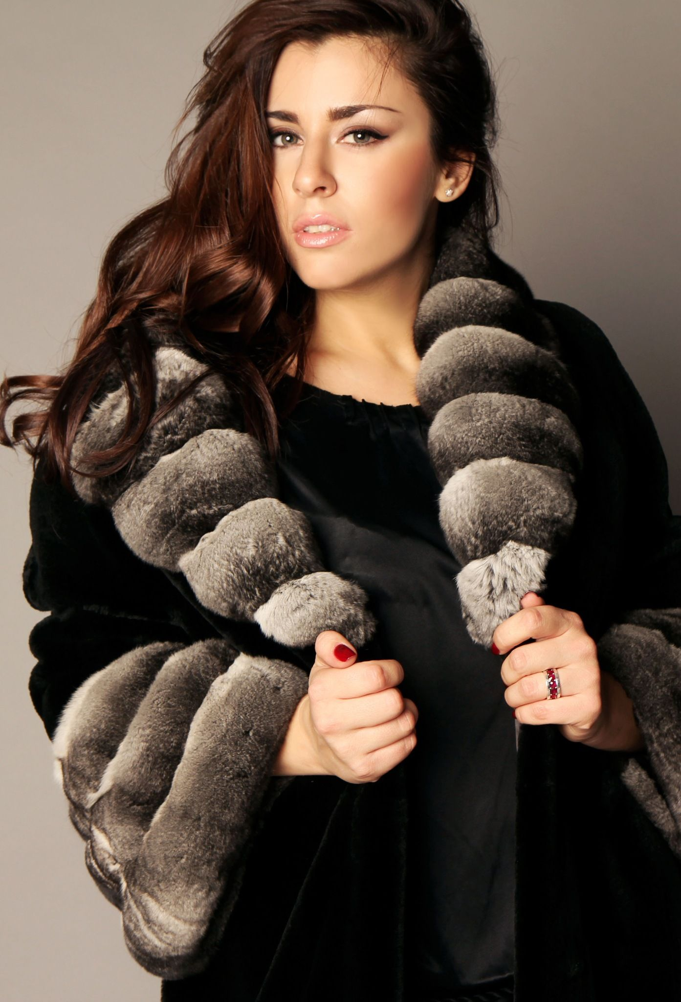 Mink Fur with Chinchilla Fur trim. w_bb2f83c3.jpg 1,393×2,048 pixels