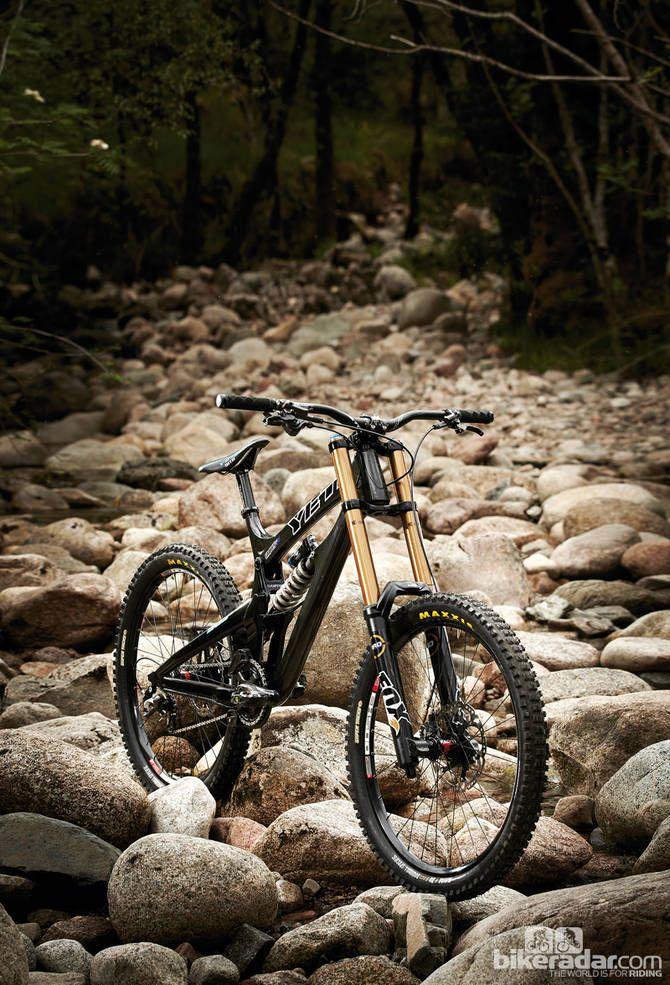 Super Bike: Yeti 303 WC Carbon | Jesse's Board | Downhill
