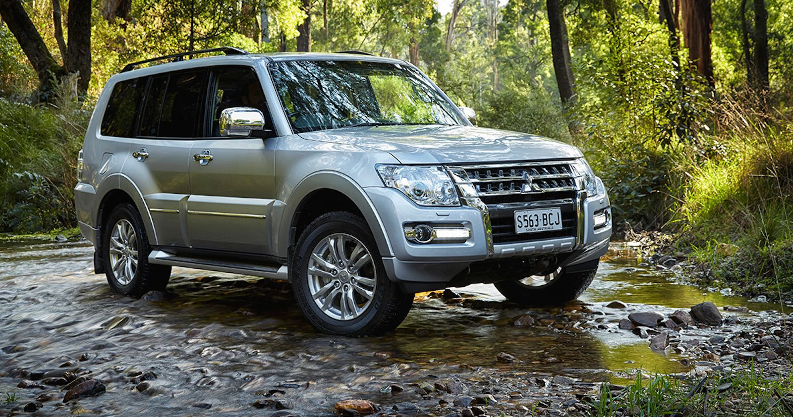 2015 Mitsubishi Pajero Pricing And Specifications Pajero Carros