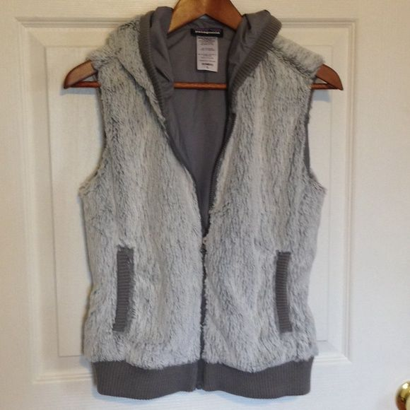 Patagonia vest If anyone has this in an XS I'd love to trade with you! This is so freakin cute but it's too big  Patagonia Jackets & Coats Vests