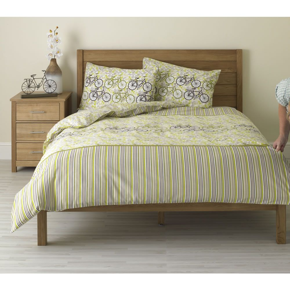 large image of wilko bicycle print duvet set green double. Black Bedroom Furniture Sets. Home Design Ideas
