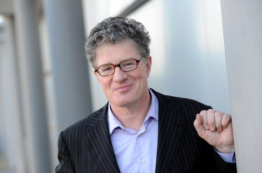 Der Bestsellerautor und frühere Fernsehmoderator Roger Willemsen ist am Sonntag...