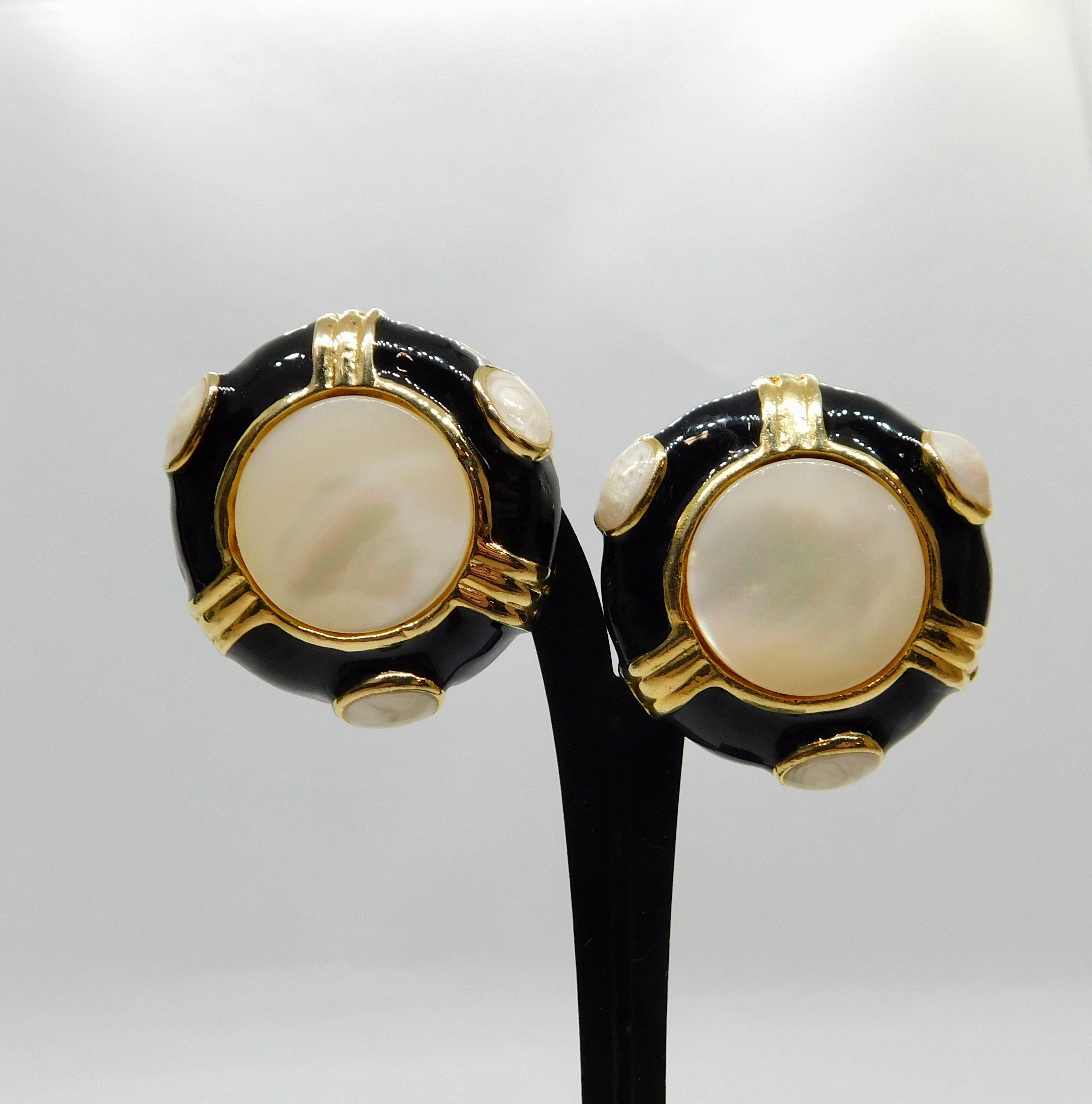 Classic Faux Pearl Brushed Gold Tone Circle Earrings Clip On