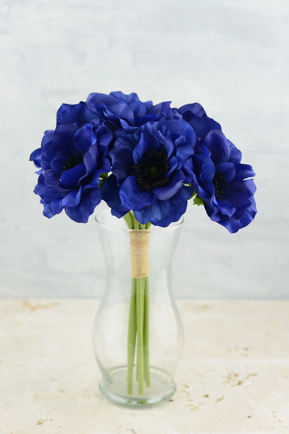 Anemone Flower This Navy Blue Centers Would Go With Burgandy Green Grey White Ivory Color Scheme Anemone Flower White Anemone Flower White Anemone