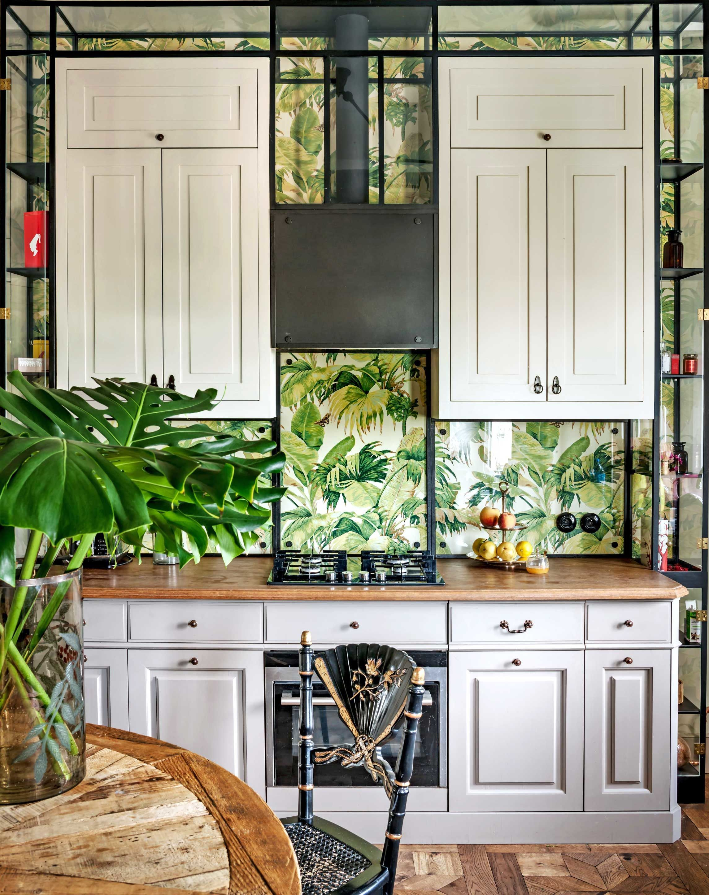 Colombe Design Creates A Home In Warsaw That Has Prewar Details Combined With Chic Parisian Flair Tropical Kitchen Decor Beautiful Kitchen Cabinets Tropical Kitchen