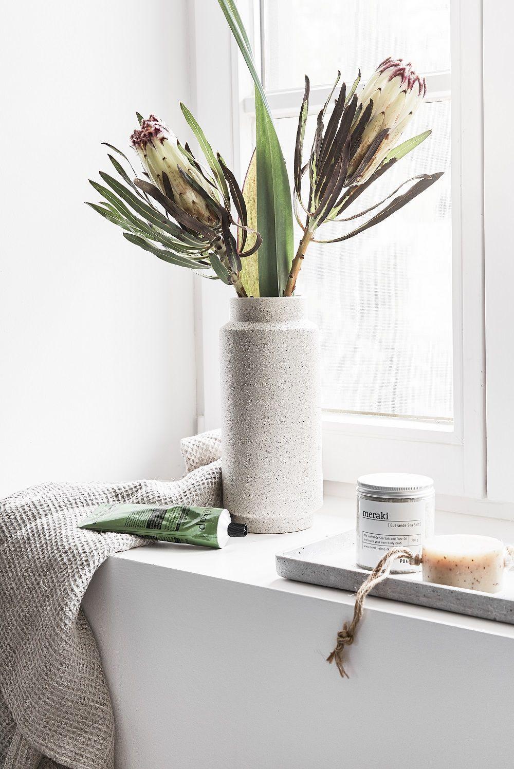 Organic Beauty Meraki Bringt Uns Nicht Nur Mit Stylischen Produktverpackungen Ins Schwarmen Auc Mit Bildern Badezimmer Ohne Fenster Dekoration Badezimmer Badezimmerideen