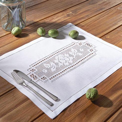 Zauberhaftes Tischset mit Spitze - bringt Romantik auf Ihren Tisch