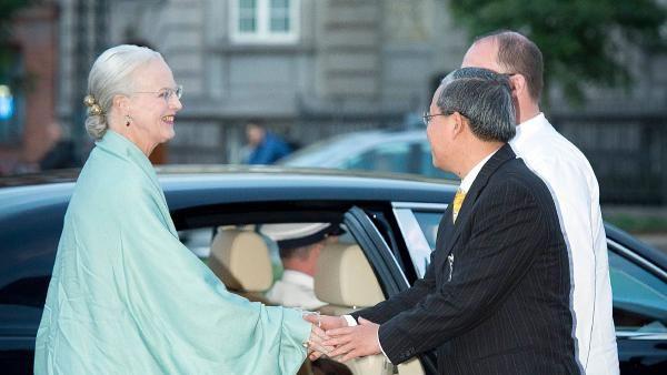 Queen Margrethe arrives at the party of the Glyptotek to Thursday night's return dinner in Copenhagen.