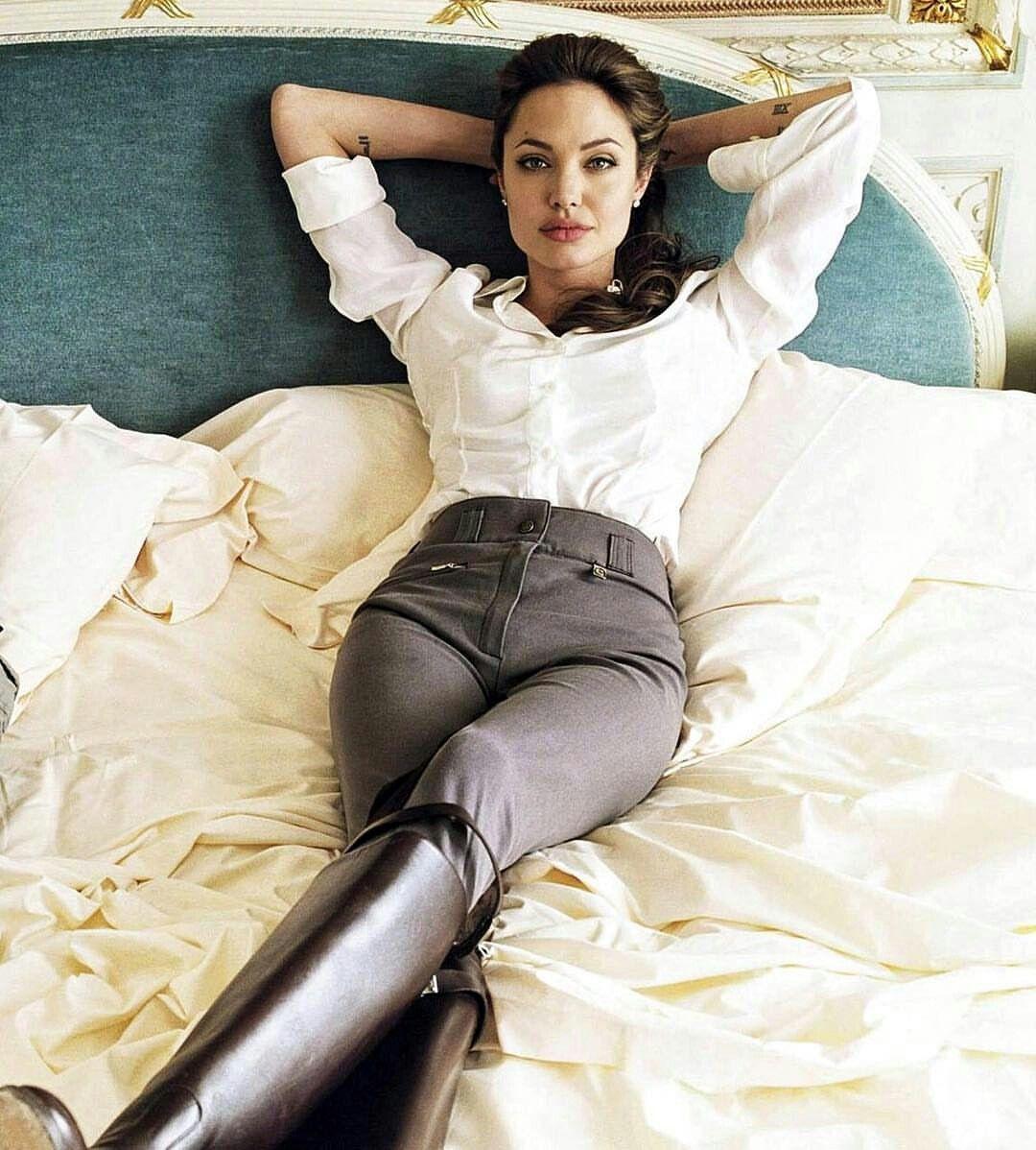 Photo of Angelina Jolie Ecuestrian