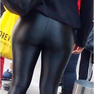 Shiny Leggings Ass