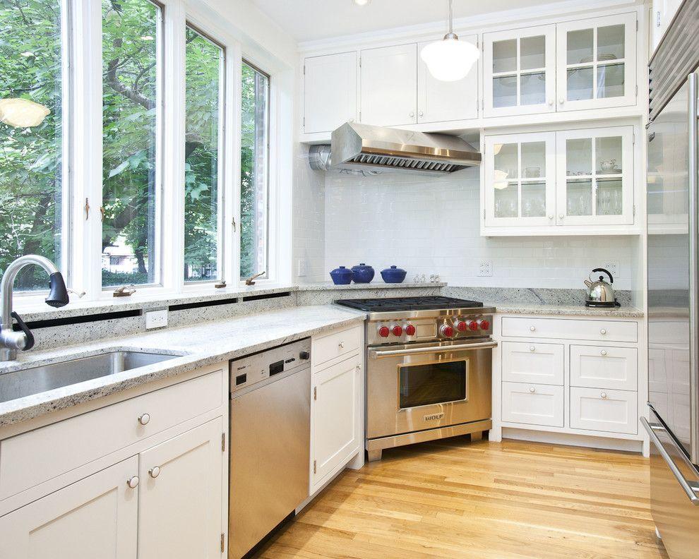 Плита у окна на кухне фото