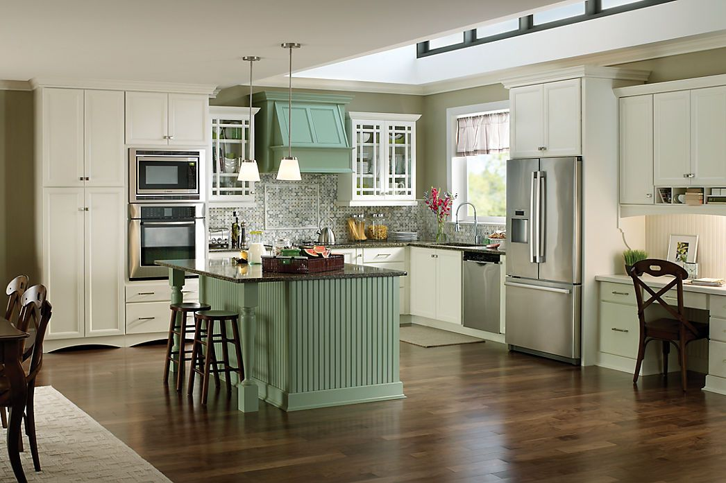 Like How The Island Hood Colors Match Yorktowne Cabinetry Everett Maple Divinity Classic And