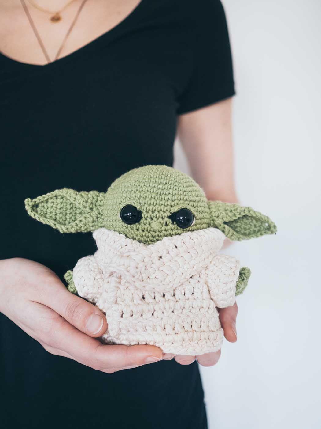 DIY Baby Yoda häkeln – kostenlose Anleitung